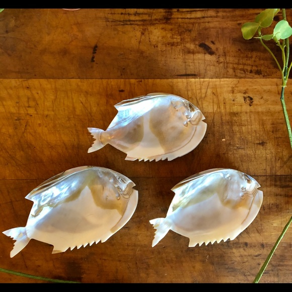 Vintage Other - Vtg mother of pearl, hand carved caviar dishes, 🐟